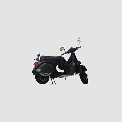 破损摩托车